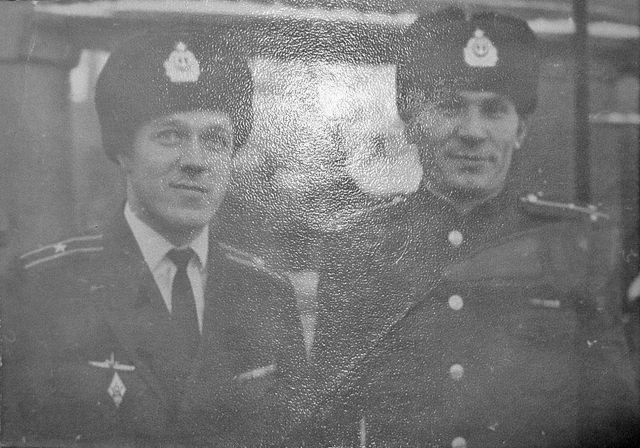 С-365. Командир лодки Жамалтдинов и Замполит Токарев. Совгавань, 1972 год