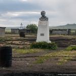 Село Гижига. Памятник Курилову в селе Гижига (бывшая Кушка)