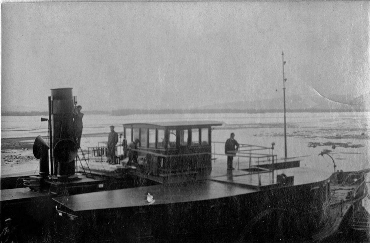 Пароход «Партизан» заканчивает ремонт. Начинается подвижка льдов. Весна 1934 года.