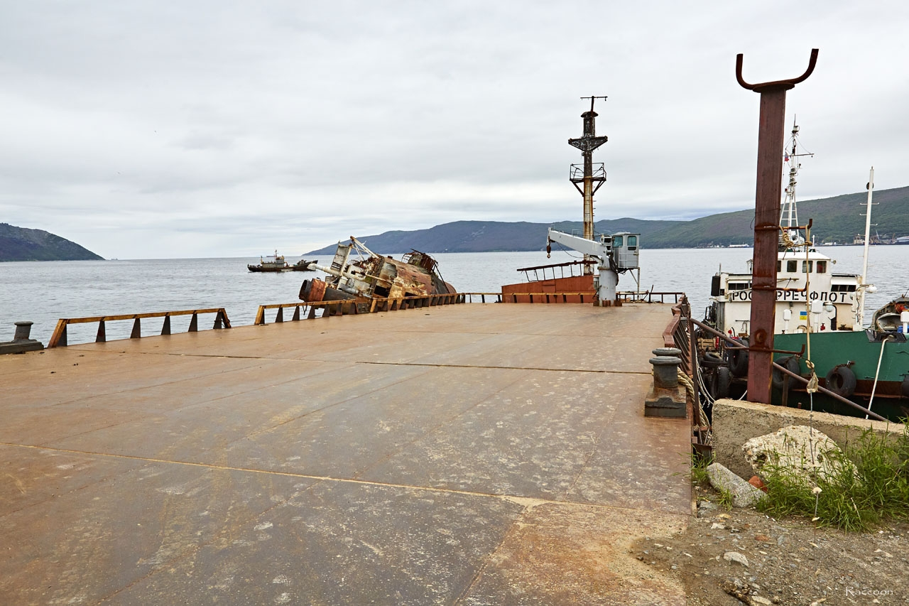 Долгое время после списания парохода «Днепр» служит в качестве пирса.