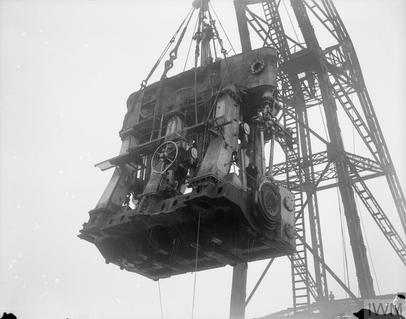 Верфь «Clyde SB. & Engineering Co., Ltd», порт Глазго (Англия). Установка паровой машины в пароход. 1914-1918 года.