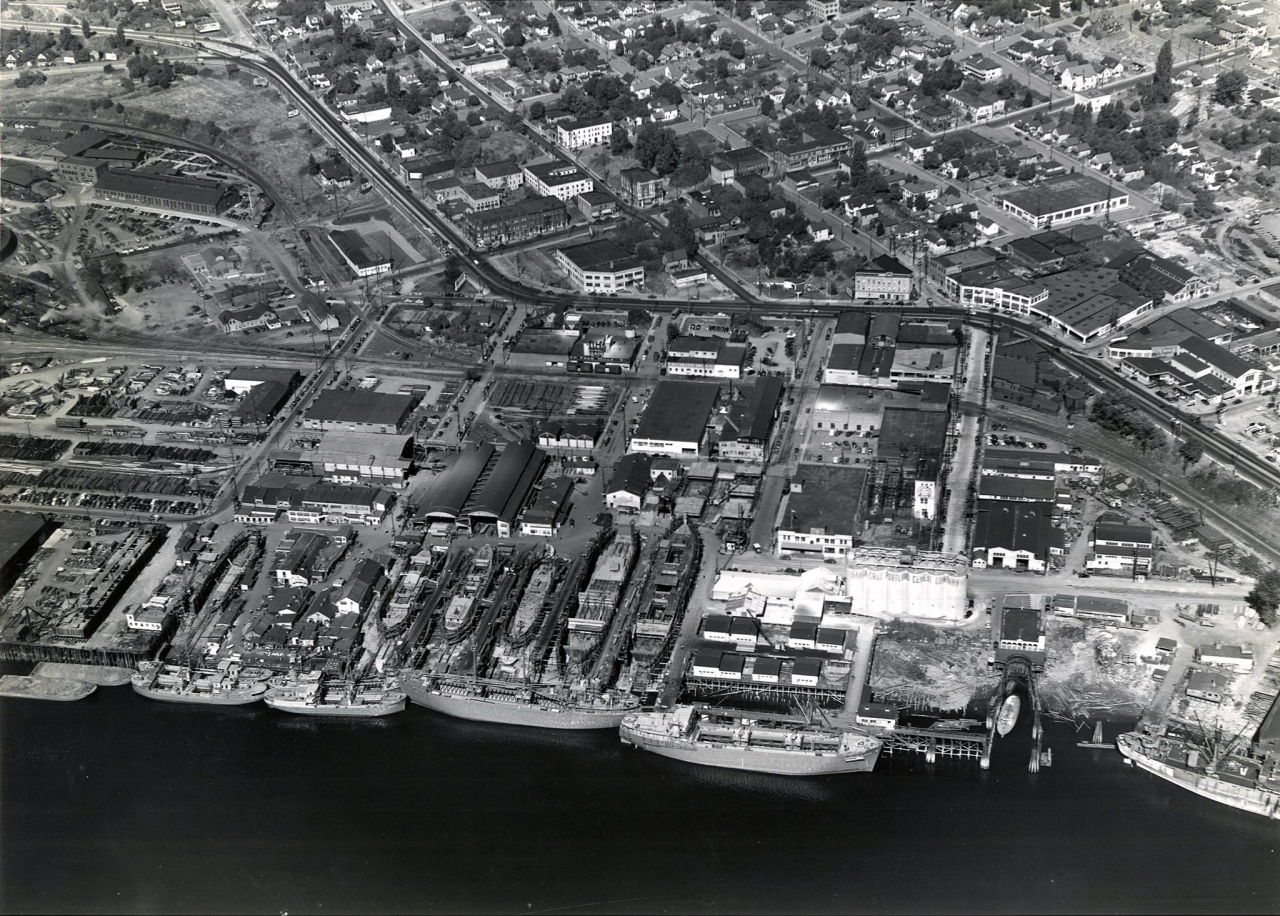 Верфь «Albina Engine and Machine Co» Портленд (штат Орегон). Декабрь 1945 года.