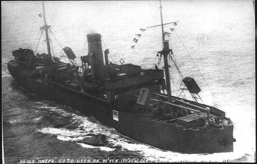 Пароход «Днепр» в Тихом океане во время Великой Отечественной войны.