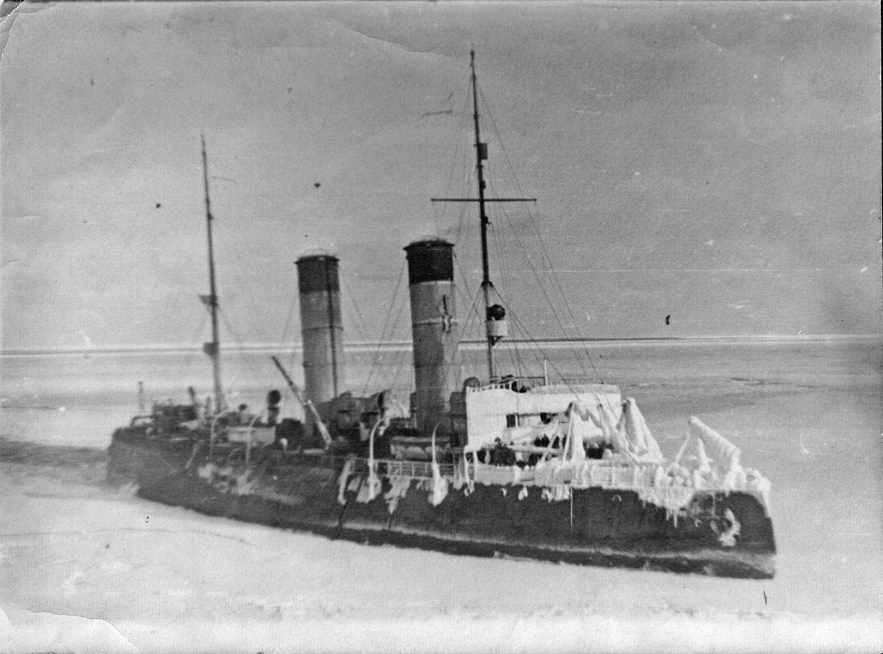 Ледокол «Красин» в бухте Нагаева. 1944 год.