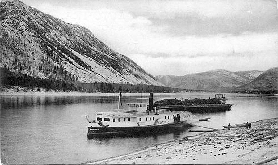 Пароход «Альфред» с баржей». С 1920 года пароход стал называться «Революционный».