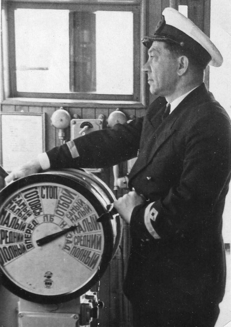Леонид Андреевич Жежеренко, капитан теплохода «Русь». 1957 год.