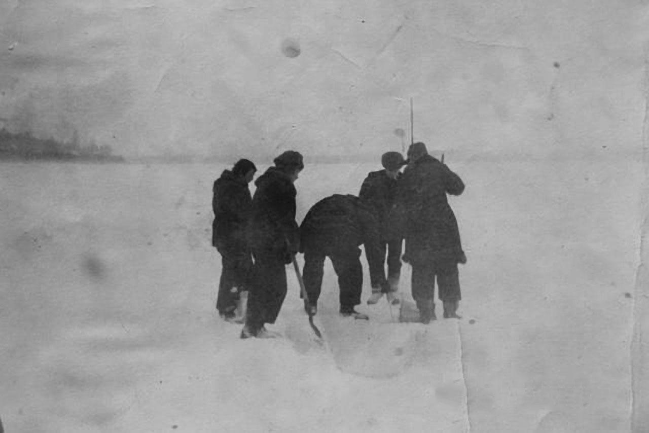 Дорога (зимник) через Колыму на Топографический. Фото Анатолия Роздымахи.