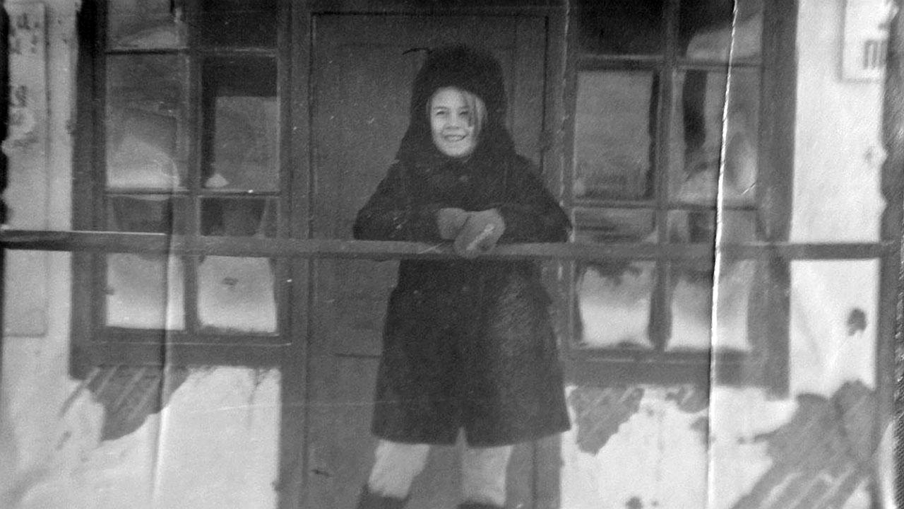 Посёлок Топографический. На крыльце приисковой конторы. 1970-71 года.