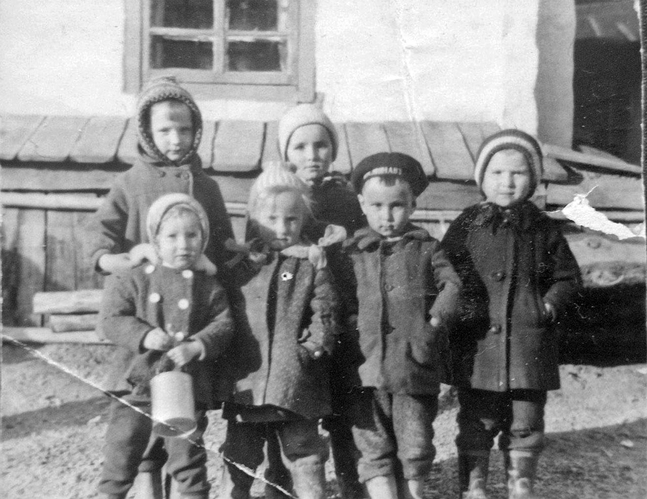 Дети посёлка Топографический.