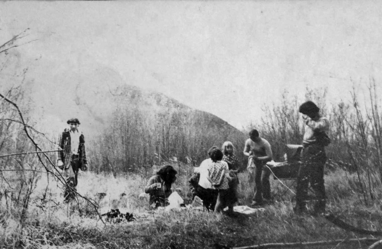 Посёлок Горняцкий. Отдыхаем с друзьями на речке. Фото от Юлии Ильиной.