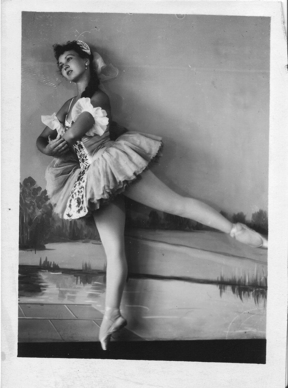 На сцене Маргарита Вавржиковская, музыкальный спектакль «Девушка-Ангара». 1968 год. Из архива Натальи Алексеевой.