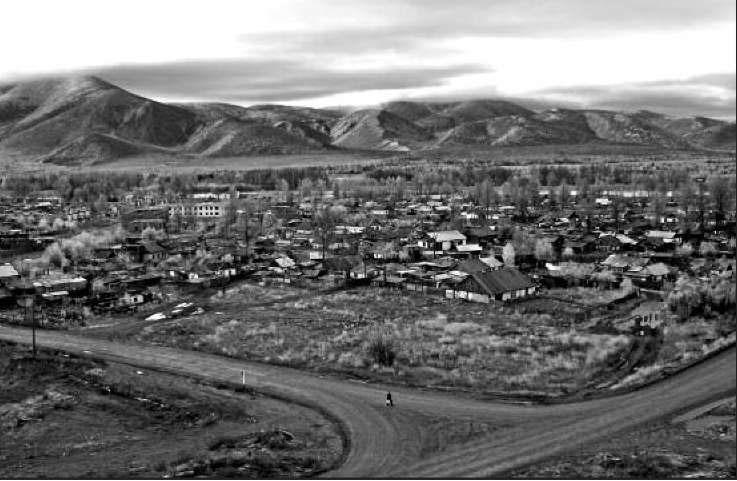 Историческая часть поселка Усть-Омчуг. 2006 год
