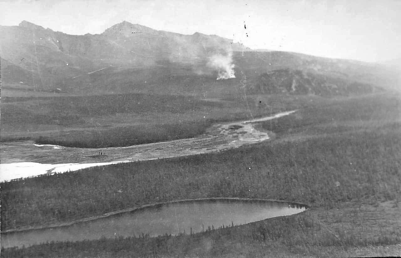 Долина реки Эльгенья, примерно на 12 км выше 440 шахты и на 32 км выше посёлка Эльгенья. Фото из архива Валерия Мусиенко.