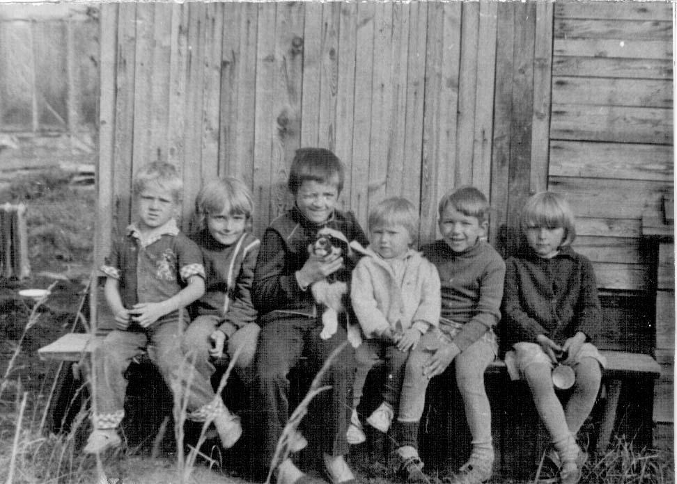 Дети посёлка Эльгенья.