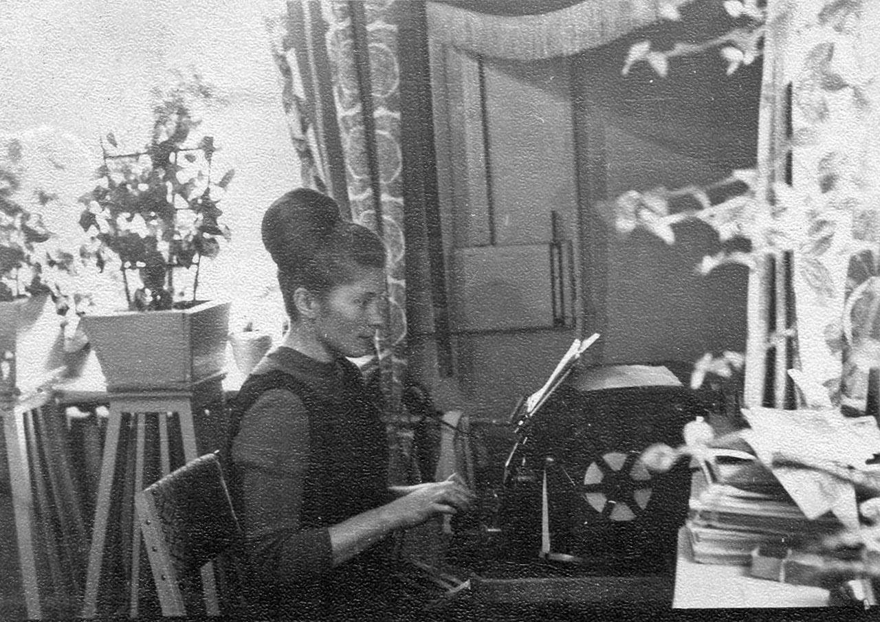 Почтовое отделение посёлка имени Гастелло. Тамара Георгиевна Иванеева. 1972 год.
