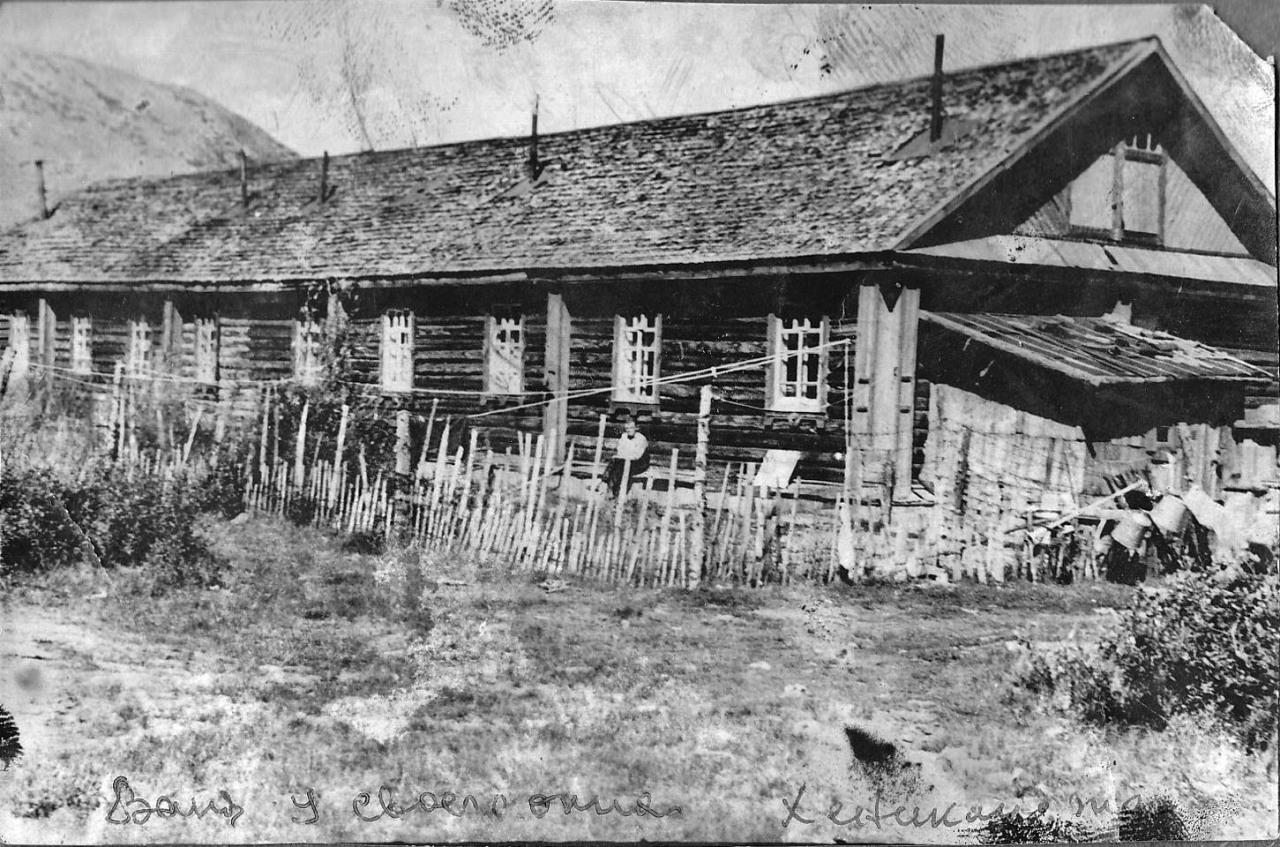 Посёлок Хениканджа. Жилом дом. Из архива семьи Сафоновых.