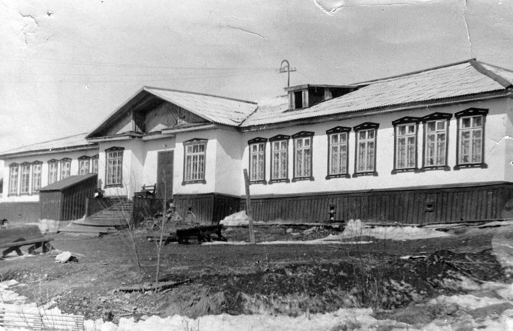 Профилакторий рудника имени Матросова. Летом в нем располагался пионерский лагерь.