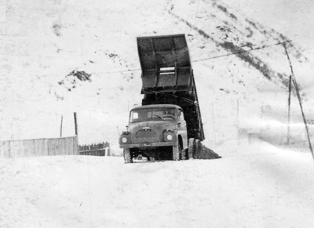 «ТАТРа» - 138, на таких машинах возили руду с рудника после 1965 года. «ТАТРы» были откомандированы от Бёрелехской автобазы.