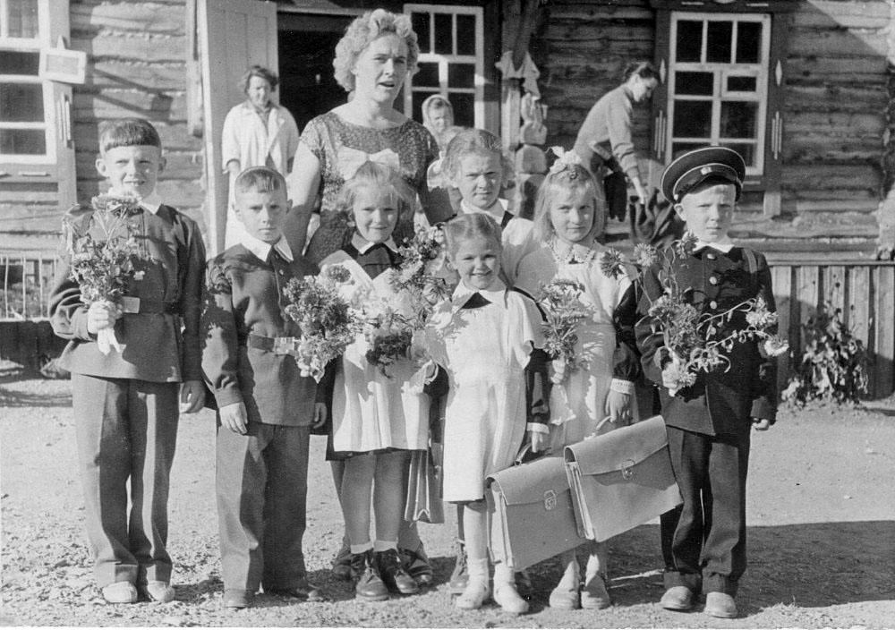 Посёлок Нагорный. Проводы из детского сада в школу. 1962 год.