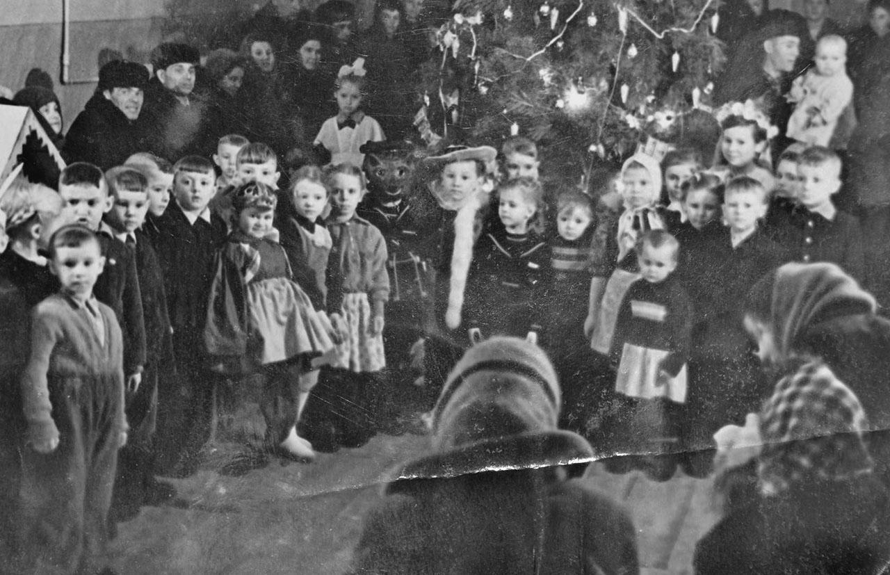 Посёлок Нагорный. Празднование нового года в клубе. 1961 год.