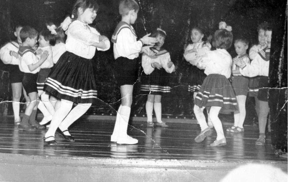 Посёлок Нелькоба. Концерт в клубе. 1974 год.