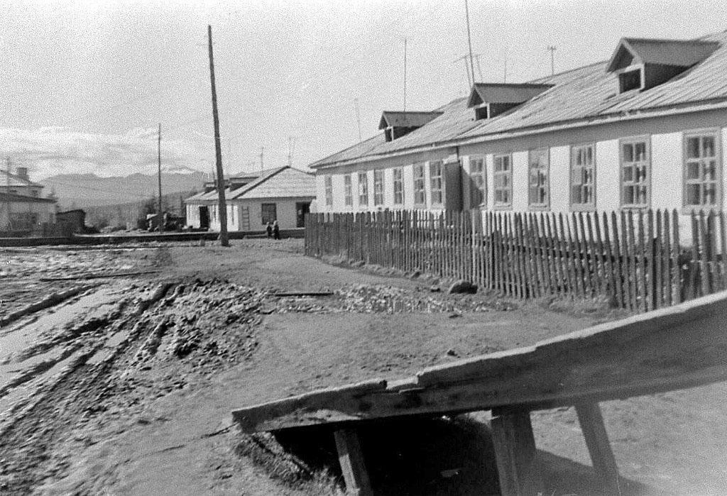 Сибик-Тыэллах. Первая половина дома - начальная школа.