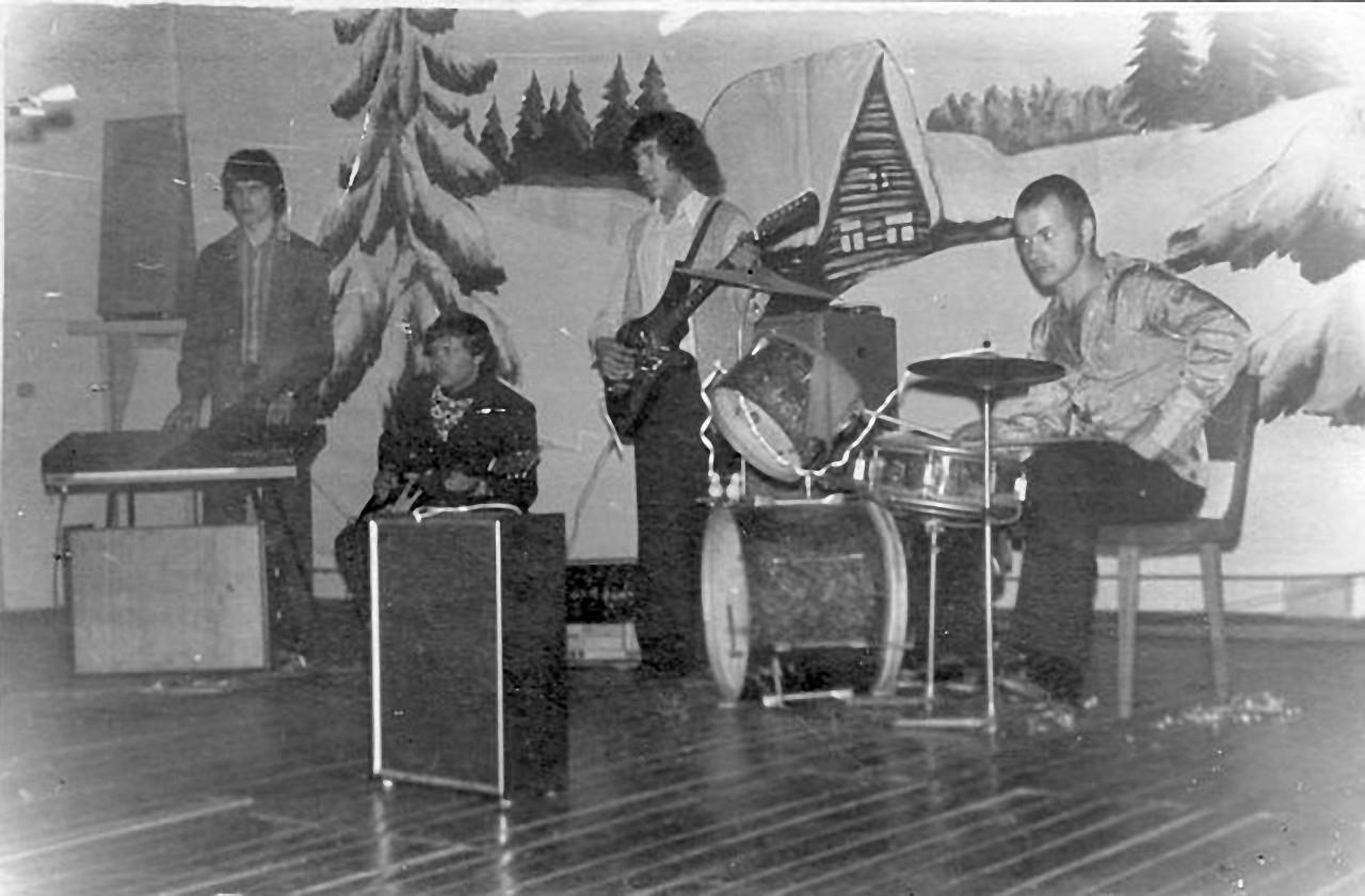 Сибик-Тыэллах. Встреча Нового года в клубе под живую музыку. 1978 год.