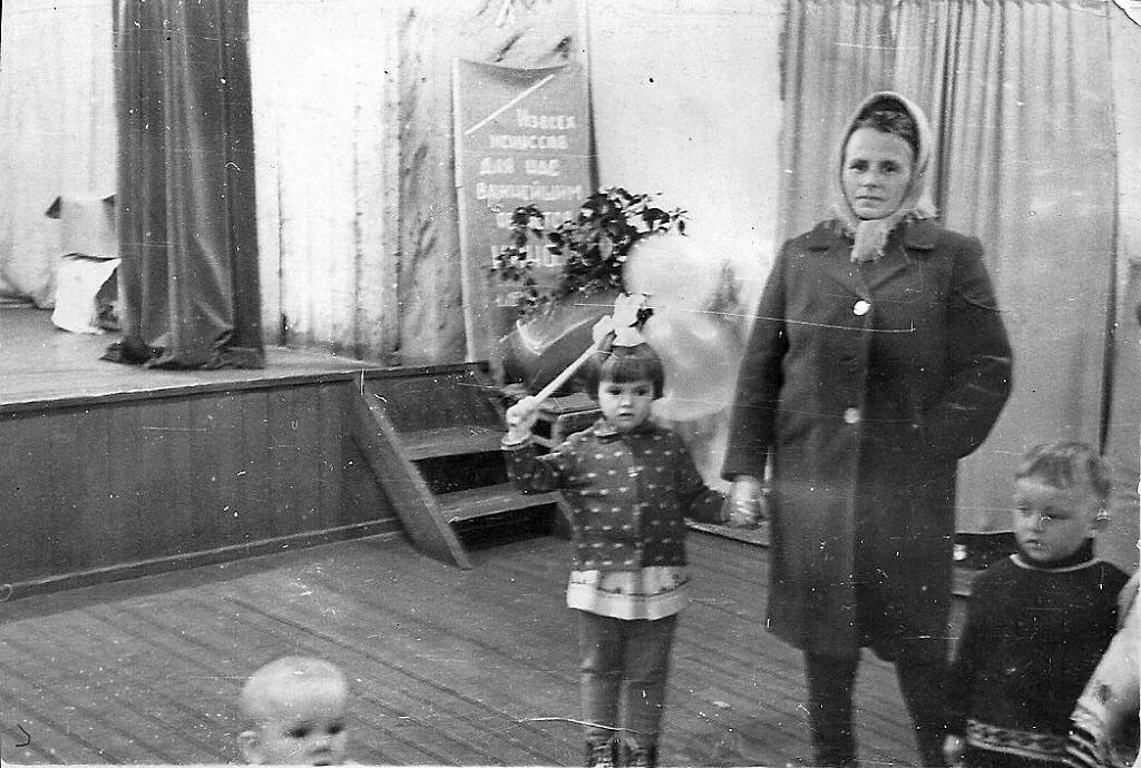 В клубе посёлка Токичан. Май 1969 года.