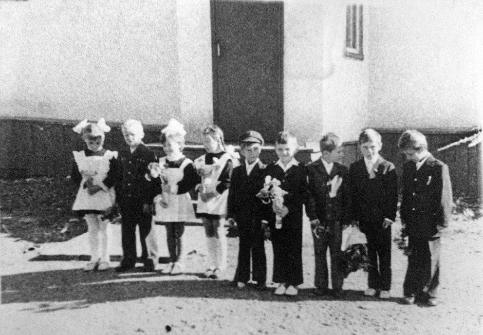 У начальной школы посёлка Токичан. 1976 год.