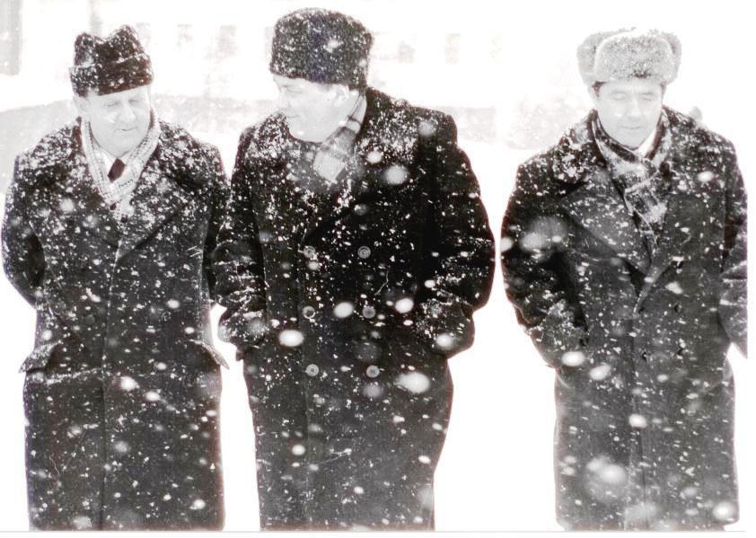 На фото слева - Ю.Г. Веселяев, справа - Н.П. Каминский. Конец 70-х годов.