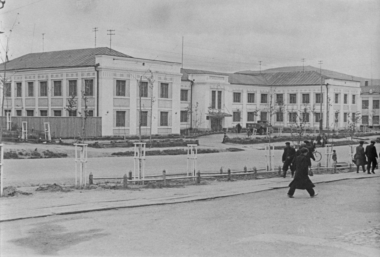 Здание штаба 61-го Нагаево-Магаданского морпогранотряда. 1953 год.