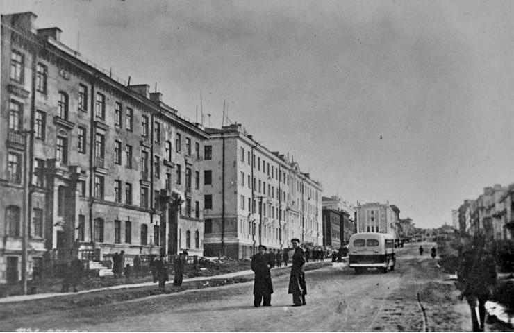 Проспект Ленина, 5, 7, 9 (поликлиника №1), 11, 13. Фото 1951 года.