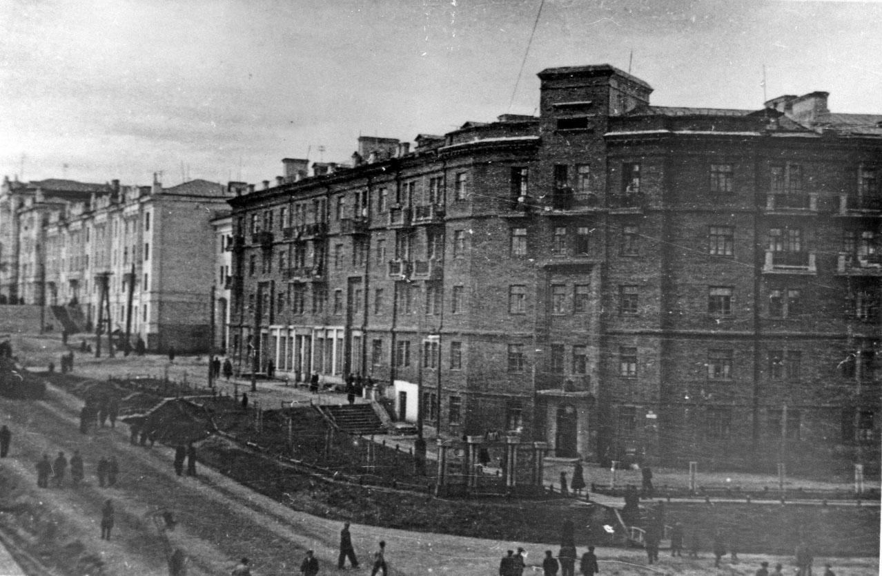 57-квартирный дом на Колымском шоссе (пр. К. Маркса, 36), по проекту архитектора Н.Н. Юргенсона.