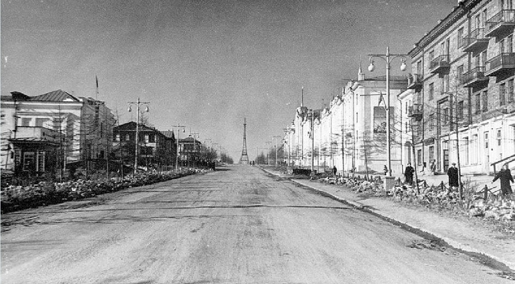 Проспект Ленина от перекрестка с проспектом Карла Маркса по направлению к Комсомольской площади.