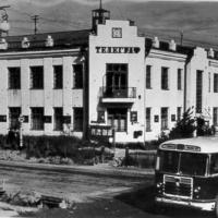 Дом связи (телеграф), построенный по проекту М.Ф. Булычева (позднее – Ленина, 2). Здание снесено в начале 1990-х.