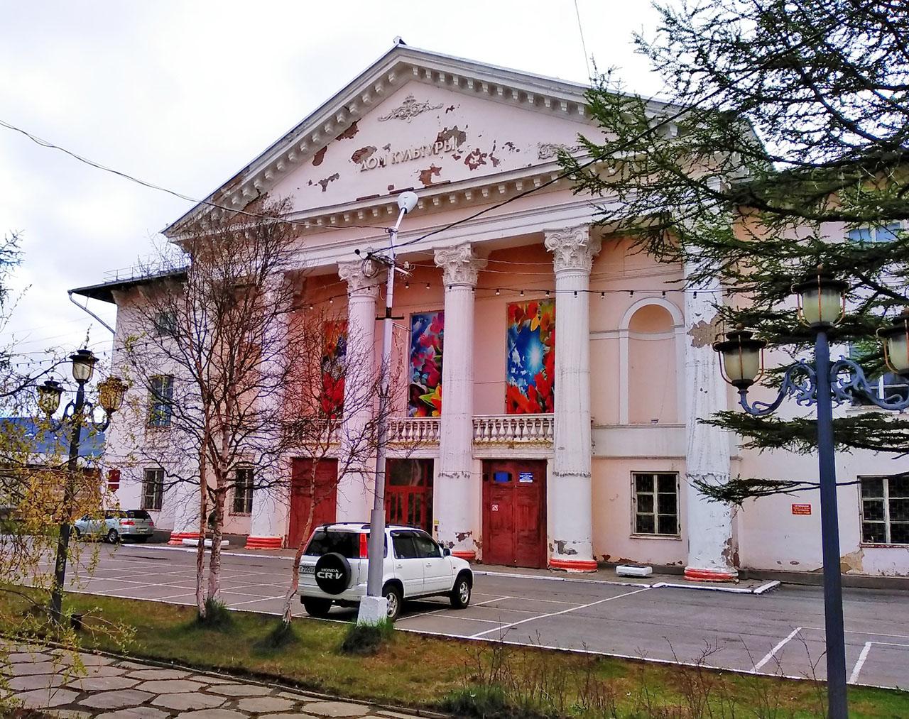 Бывший Дом культуры АВТОТЭК. Теперь муниципальный Молодёжный культурный центр.