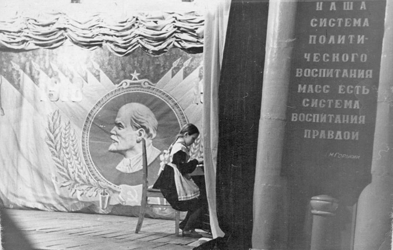 На слёте пионеров в посёлке Усть-Омчуг. 1957 год. Из архива Татьяны Волковой.