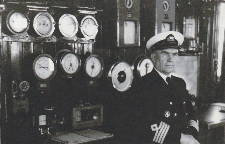 Капитан Федоров П.И в рубке.