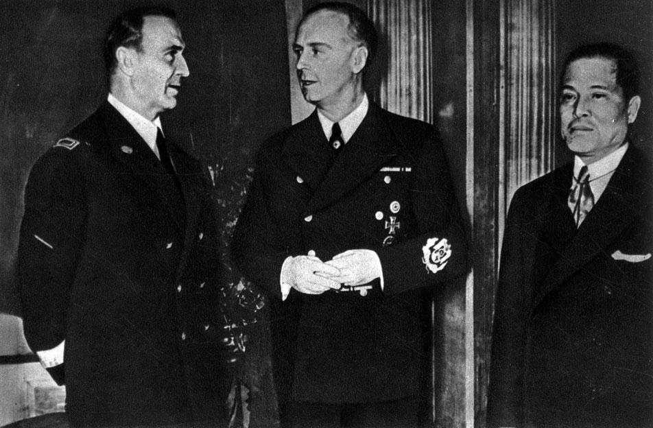 Во время переговоров о заключении тройственного агрессивного пакта Италии, Германии, Японии.