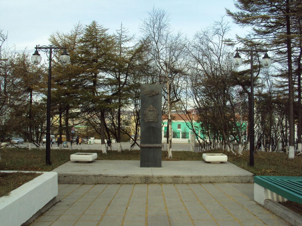 Стела Памяти на проспекте Ленина возле входа в городской парк была открыта 2 сентября 1996 года. Она посвящена участникам боевых действий в годы второй мировой войны против милитаристской Японии.