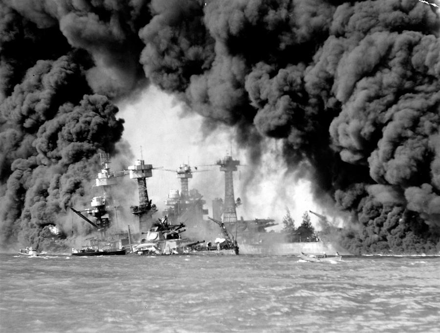 Атака Пёрл-Харбора («Жемчужной гавани») или, по японским источникам, Гавайская операция — внезапное комбинированное нападение японской палубной авиации авианосного соединения вице-адмирала Тюити Нагумо и японских сверхмалых подводных лодок, доставленных к месту атаки подводными лодками Японского императорского флота, на американские военно-морскую и воздушные базы, расположенные в окрестностях Пёрл-Харбора на острове Оаху (Гавайские острова), произошедшее воскресным утром 7 декабря 1941 года.