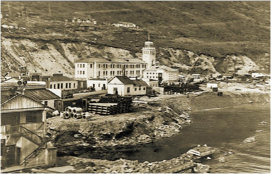 Магадан. Морской торговый порт в бухте Нагаева. 50-е годы.