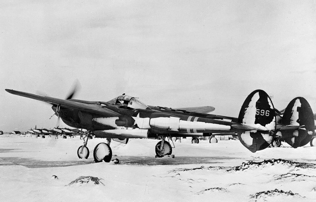 Авиабаза Кефлавик. Исландия. Транзитом в Европу перебазируются P-38. 1942 год.