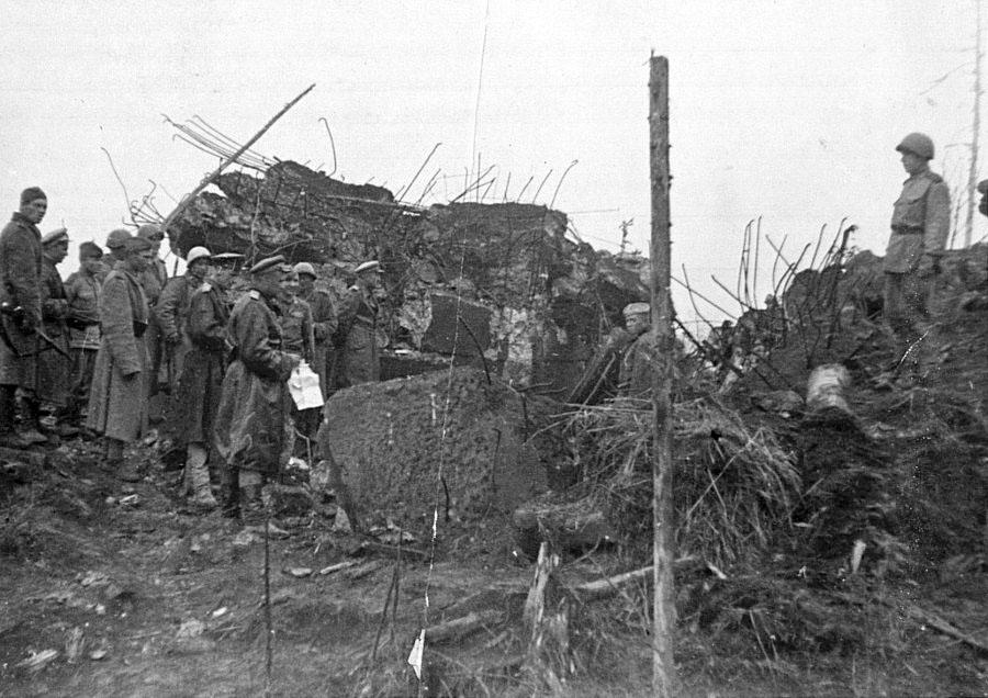 Японский ДОТ, уничтоженный советскими саперами в районе Харамитогского УРа на Сахалине.