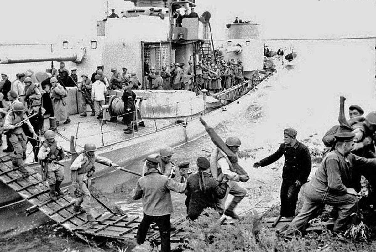 16 августа в Сейсин прибыли 1 эсминец, 2 тральщика, 3 транспортных корабля, сторожевой и пограничный катера, которые доставили третий эшелон десанта.