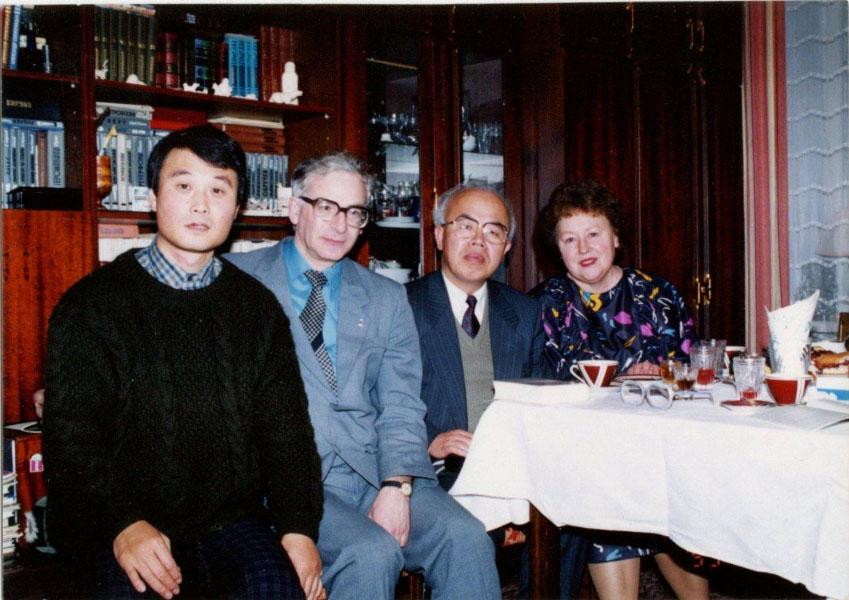 Слева направо: Кувабара Киеси, Д.И. Райзман, Кадоваки Маса-тоси, Т.Д. Райзман. Магадан, 1993