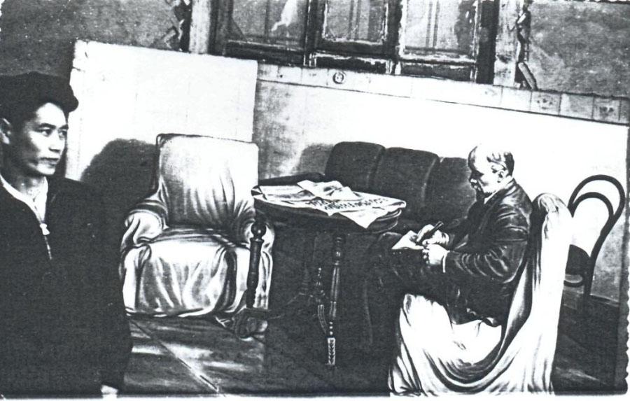 Художник В.Г.Ли в клубе пос. Усть–Нера 1956 г