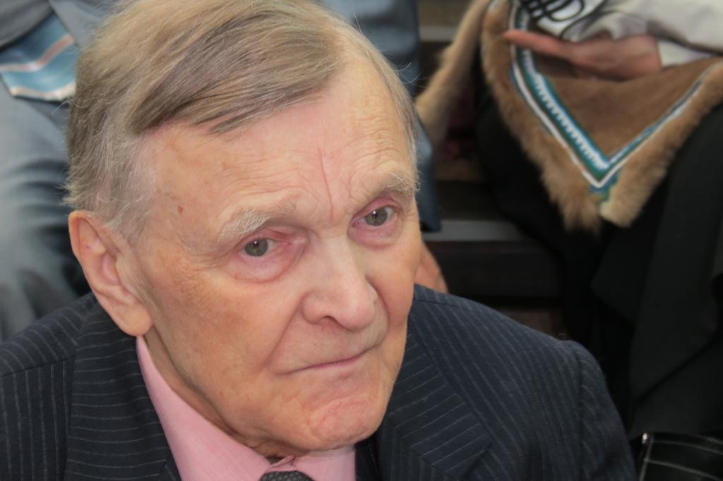 Юрий Васильевич Бондарев — русский писатель. Герой Социалистического Труда (1984), лауреат Ленинской (1972) и двух Государственных премий СССР.