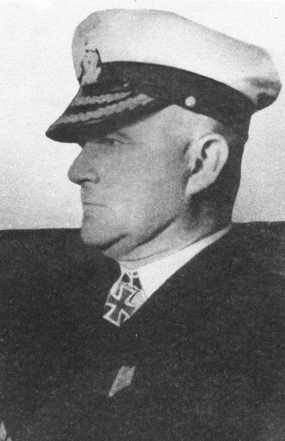Командир «Komet» капитан цур зее Роберт Эйссен.
