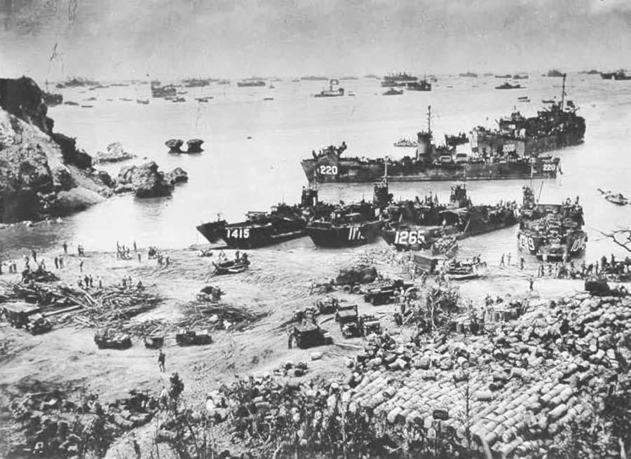 Высадка американских войск на Окинаве.